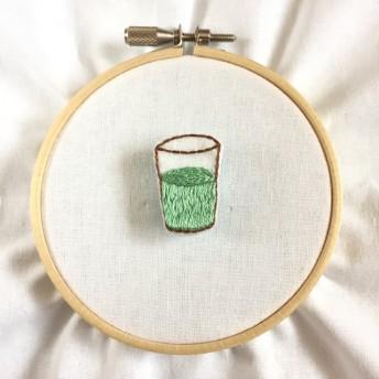 グラスの刺繍ブローチ(抹茶ミルク)