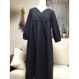浮き柄織りの黒のカシュクールワンピース(7分袖位)