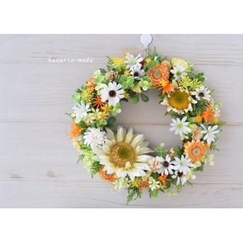 ひまわりと白い花々のリース:ひまわり オレンジと白 小花
