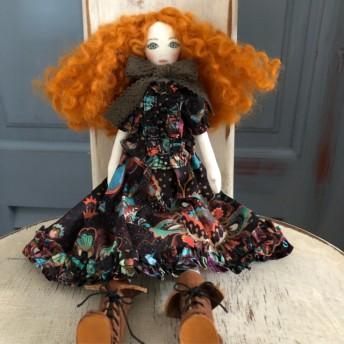 La Fille Porte-Bonheur リバティの服を着た女の子のドール Grand Bazaar