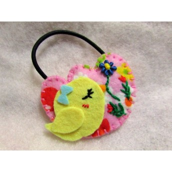 お花刺繍とヒヨコ(チューリップ型)&苺のヘアゴム 2個セット