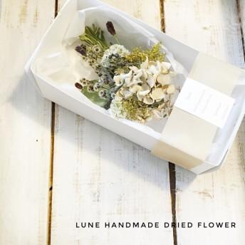 (送料無料)箱入り小さなドライフラワーの花束