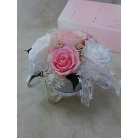 ふんわり白とピンクのバラ 送料半額負担