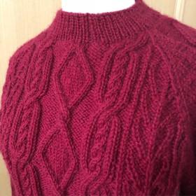 ラグラン袖の赤ニット