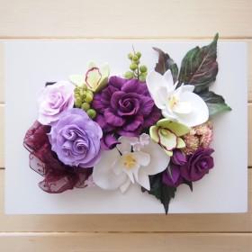 バラと胡蝶蘭のフレームアレンジ(紫)