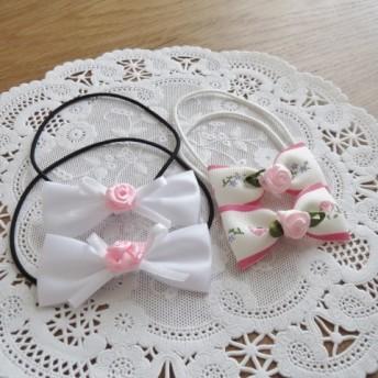 ピンクバラ付きの白と花柄のりぼんゴム 2セット