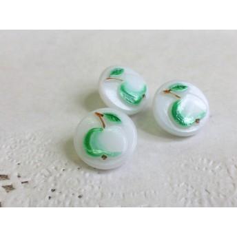 【チェコグラスボタン】かわいいリンゴ柄のボタン 緑 8mm 2個