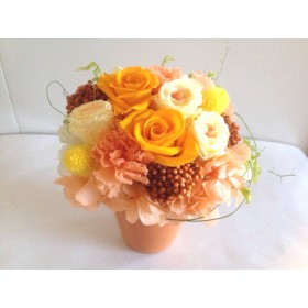 イエロー&オレンジのバラが綺麗なアレンジ Anton(アントン)母の日プレゼント プリザーブドフラワー 花 結婚祝い 誕生日祝い ウェディング 退職祝い ビタミンカラー