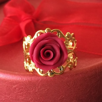 深紅の薔薇のゴールドリング・ジュエリーボックス付き