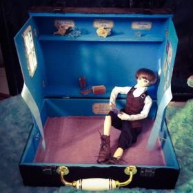 月明かりの部屋トランクケース型ドールハウス2(鉱物付き)