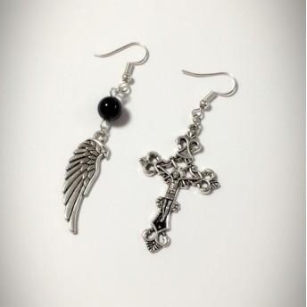 十字架と羽のアシンメトリーピアス(イヤリング)