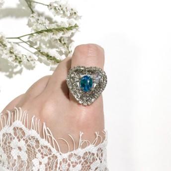 エメラルドブルービジューが光るシルバーハートのリング