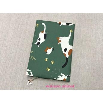 【再販】ブックカバー A5サイズ「大きな三毛猫(グリーン)」