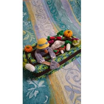 ティッシュボックスカバー・あみぐるみ「モグラさんの収穫祭」