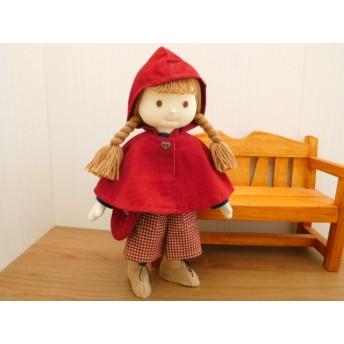 布の着せ替え人形・赤ずきんちゃん風フード付きケープの女の子