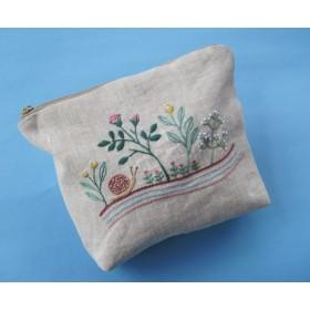 カタツムリとお花の刺繍ポーチ