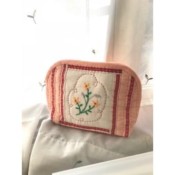 お花の刺繍ポーチ