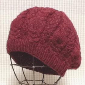 迎春セール 鹿の子と変わりケーブル編みのベレー帽