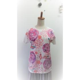 女性ラインⅬサイズ ラナンキュラスの華やかうっとり手描きtシャツ (ピンク系)
