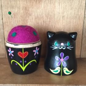 黒猫マトリョーシカ針山♪東欧風*紫色