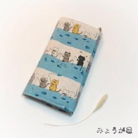 布でくるり☆スマホ包み*iPhone5/5s/SE用スマホカバー*釣りねこ(水色)