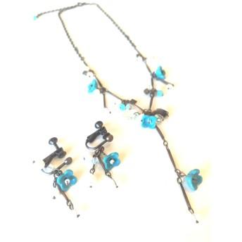 ターコイズブルー小花のネックレス・イヤリング セット♪