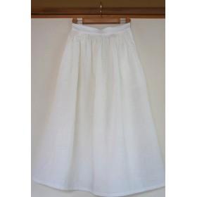 ホワイトリネンのフレアースカート