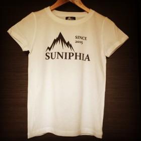 ★8.20新作★ レディース Tシャツ SUNIPHIA LOGO WHITE