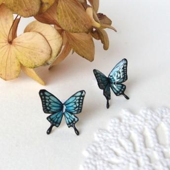 青い蝶ピアス