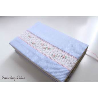 小花柄 スモッキング刺繍 ブックカバー
