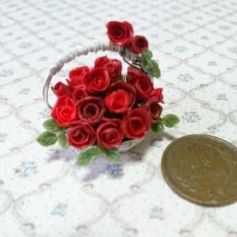 ミニチュアの花「赤い薔薇バスケット」