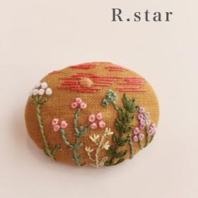*野花(夕方)*手刺繍 くるみブローチ