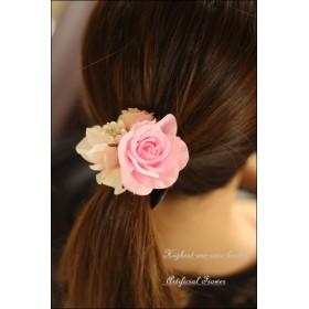 ベビーピンクのローズのヘアーアクセサリー