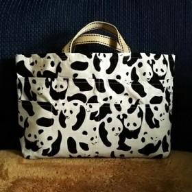 パンダ柄のバッグインバッグ(持ち手有りタイプ)