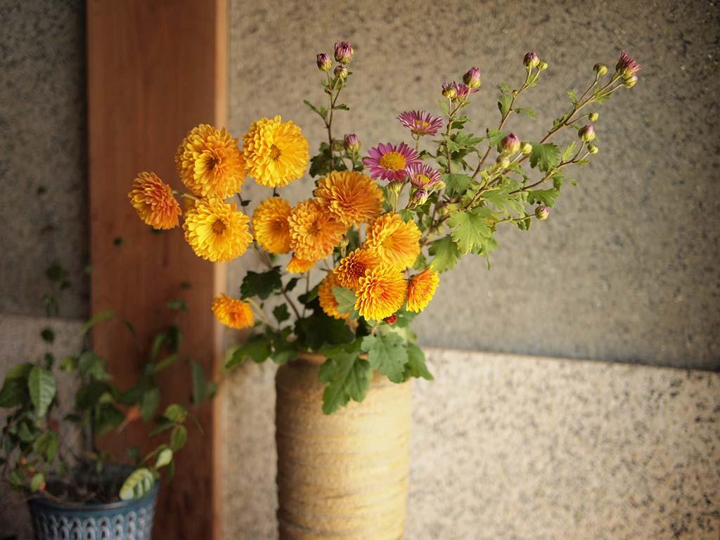 玄関に置かれた花瓶