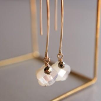 14kgf 白蝶貝ホワイトシェルとゴールデンパイライト 18世紀ダイヤモンドのピアス