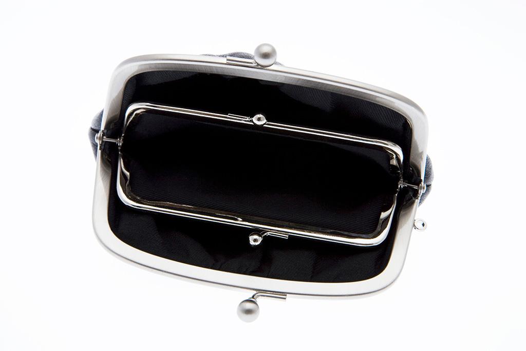 大きく開いた釜口の財布