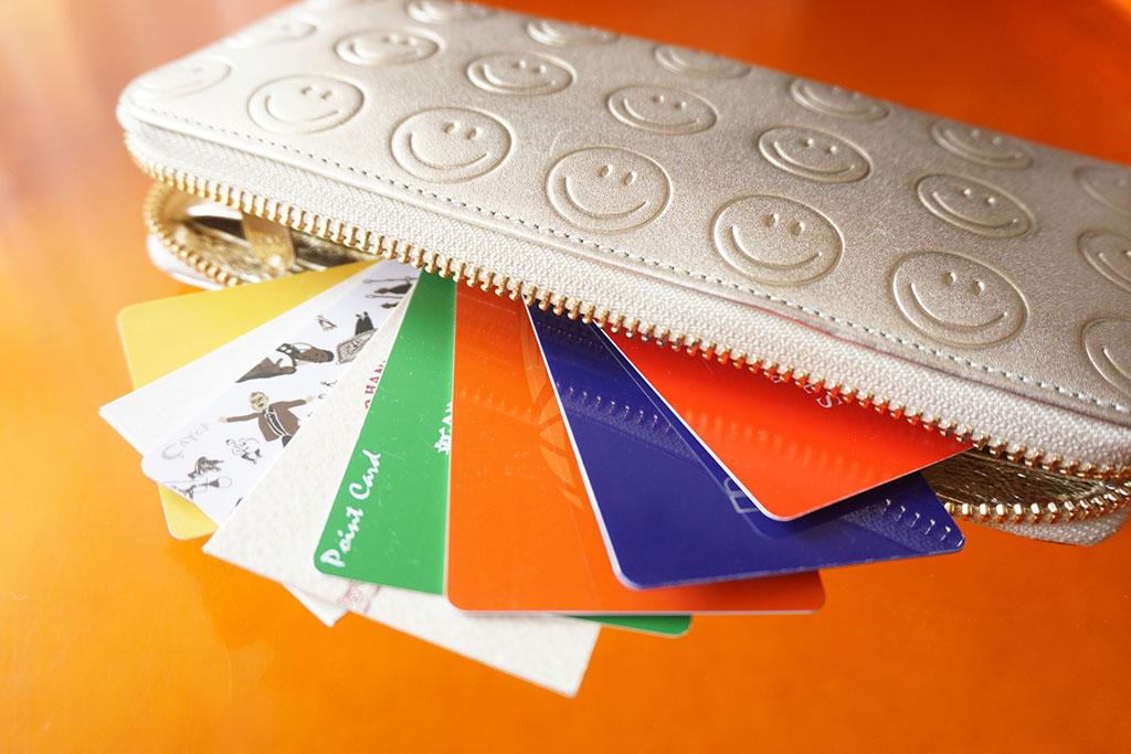 カードがいっぱい入った長財布