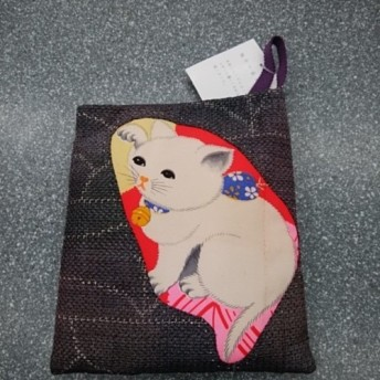 和布で創る小さなポシェット◆招き猫◆白猫◆アンティーク錦紗◆紬