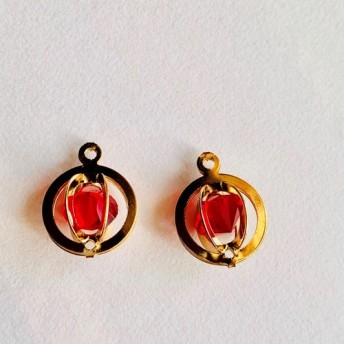 No.43 メタル ダイヤ入り 円形チャーム 小 赤 ゴールド 2個セット
