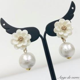 【送料無料】シンプルで大人可愛いお花イヤリング(ホワイト)