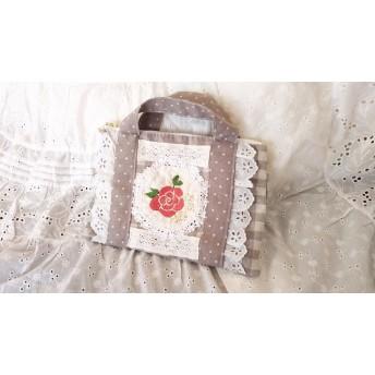 赤いお花刺繍のバッグ風小分けポーチ