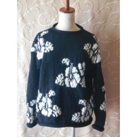 ハイビスカス模様の編み込みセーター