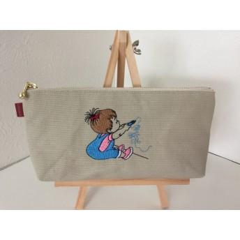 お絵かきしている女の子刺繍の帆布のペンケース