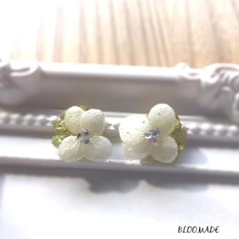 送料無料!白紫陽花 × ペリドットのピアスorイヤリング