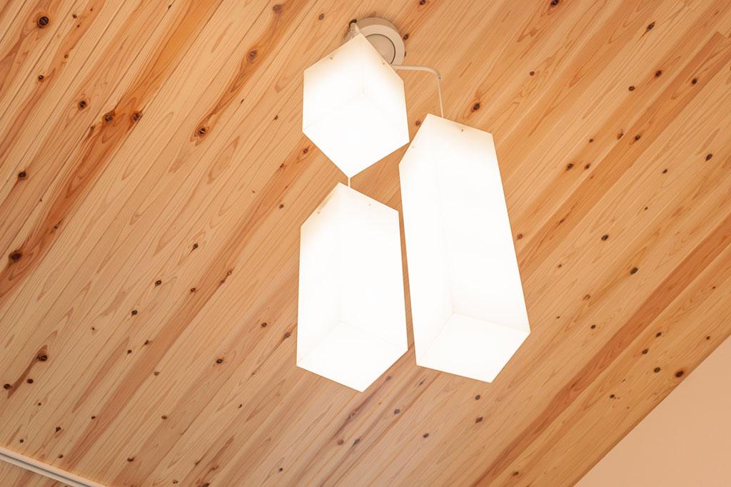 シンプルな形のライト