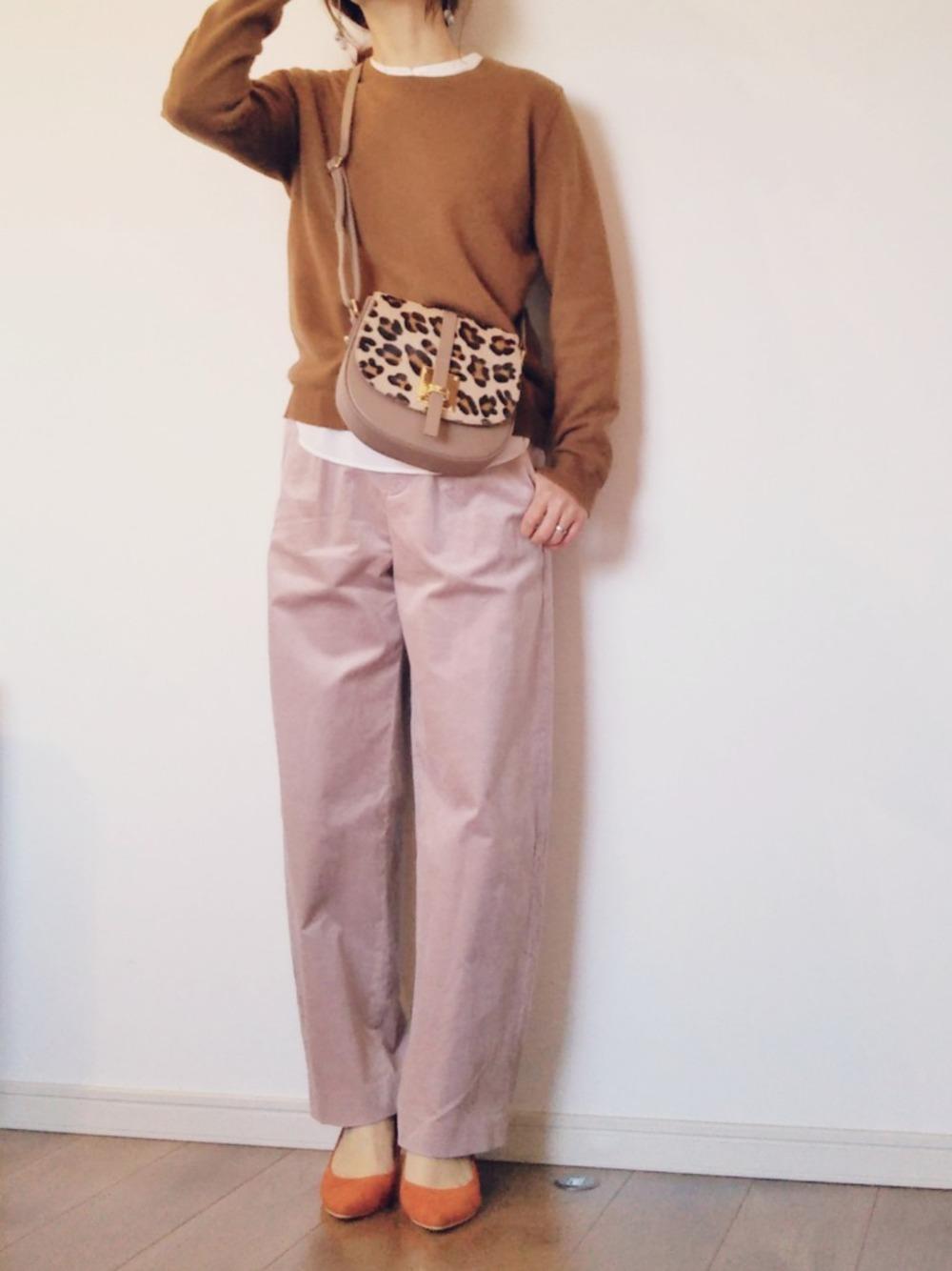 スモーキーピンクのパンツ