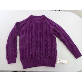 ラグラン袖の手編みセーター