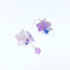 [もし]マルベリー紫色のガラスII。アジサイ/アジサイ。ステレオイヤリング。日本は、樹脂&チェコアメジストビーズを輸入しました。