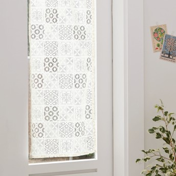 幅調整可能な小窓カーテン